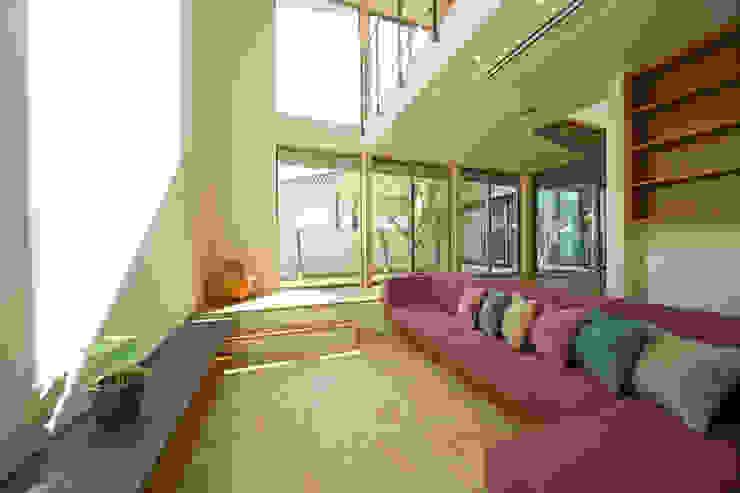 Salas de estar modernas por アーキシップス京都 Moderno
