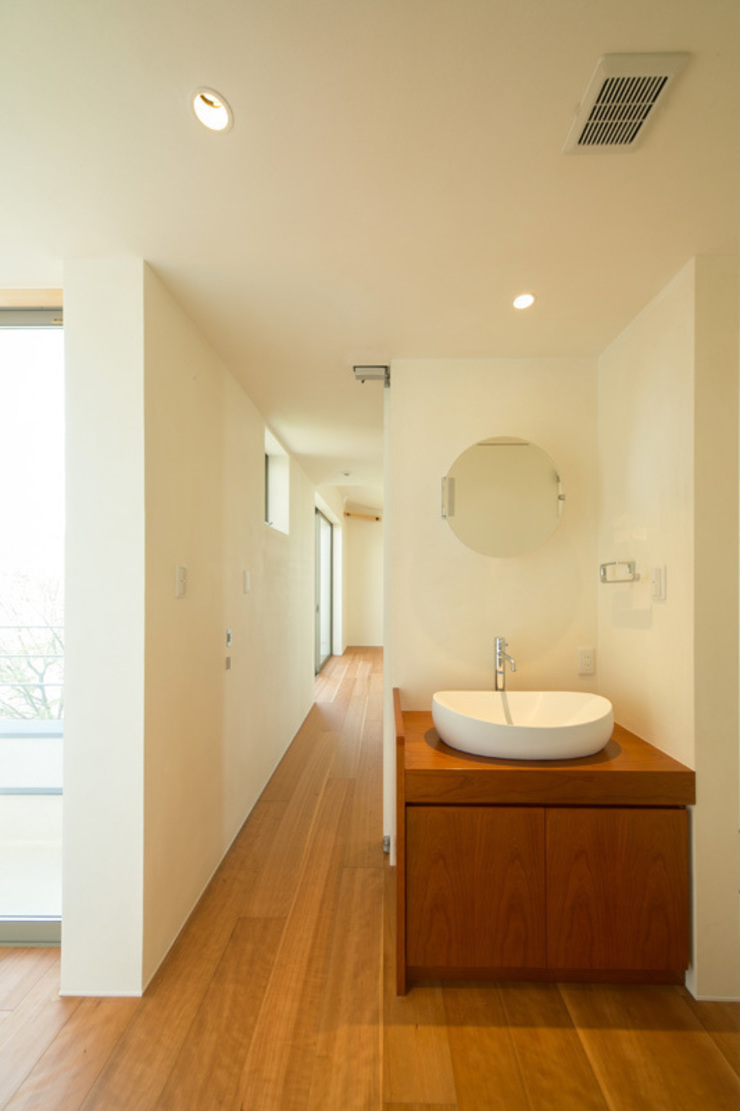 眺めのいい窓 洗面コーナー モダンスタイルの お風呂 の アーキシップス古前建築設計事務所 モダン