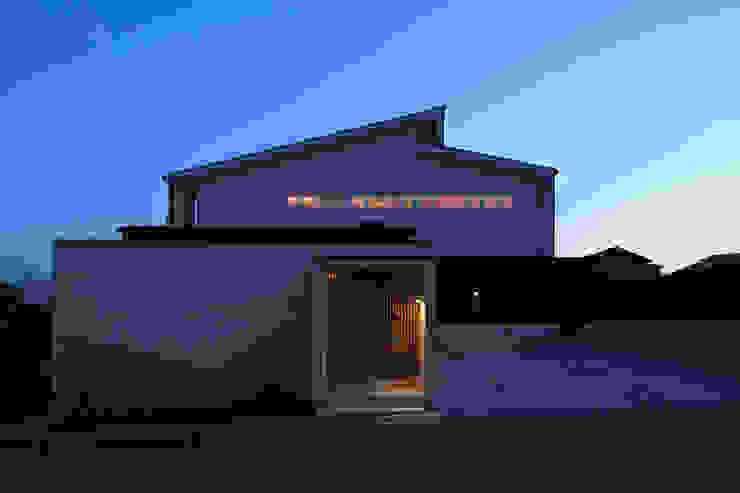眺めのいい窓 夜景 モダンな 家 の アーキシップス古前建築設計事務所 モダン