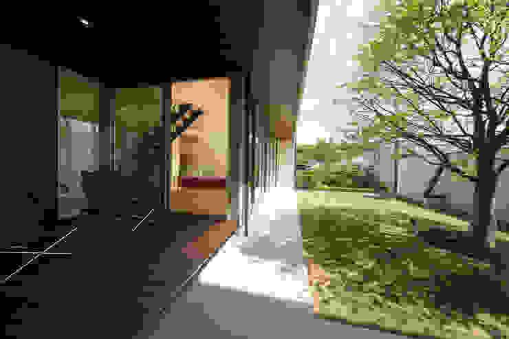 眺めのいい窓 デッキ モダンデザインの テラス の アーキシップス古前建築設計事務所 モダン