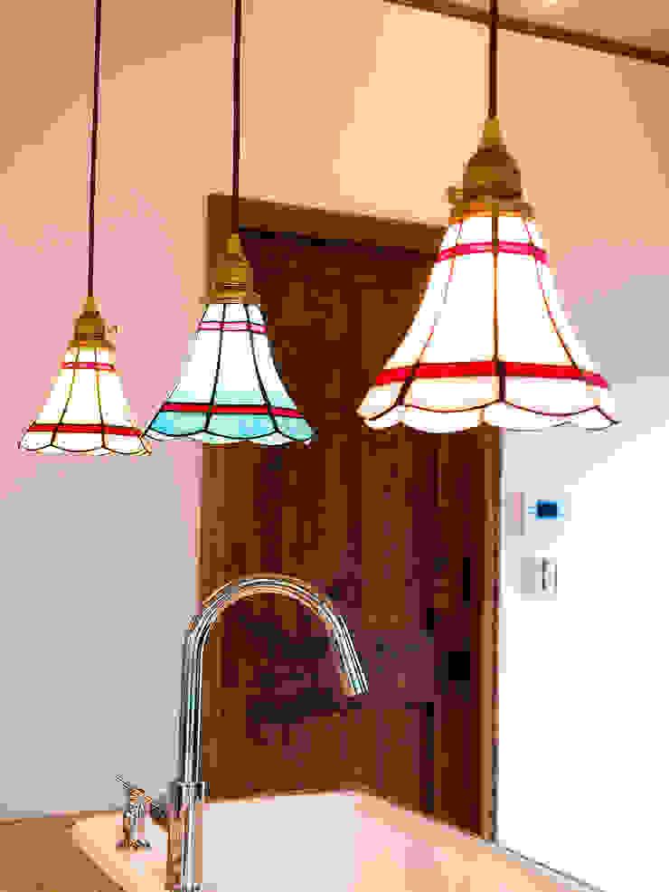 キッチンカウンター照明.*: 株式会社 盛匠が手掛けたカントリーです。,カントリー