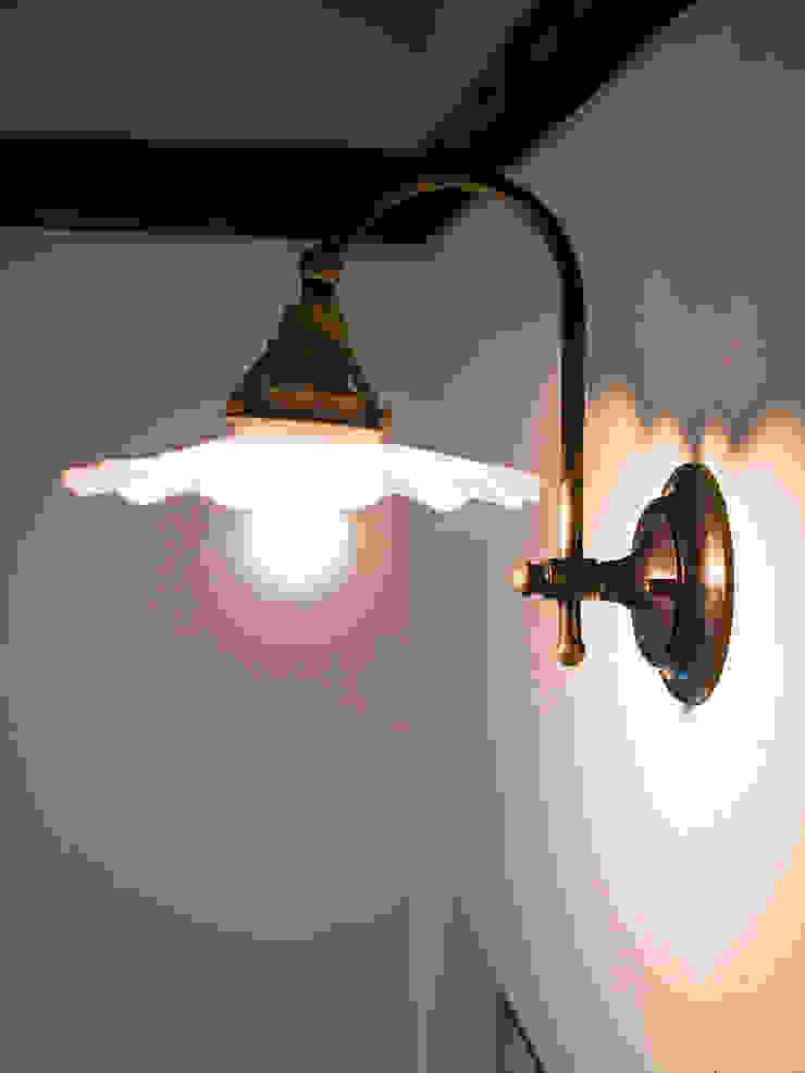 階段照明.*: 株式会社 盛匠が手掛けたカントリーです。,カントリー