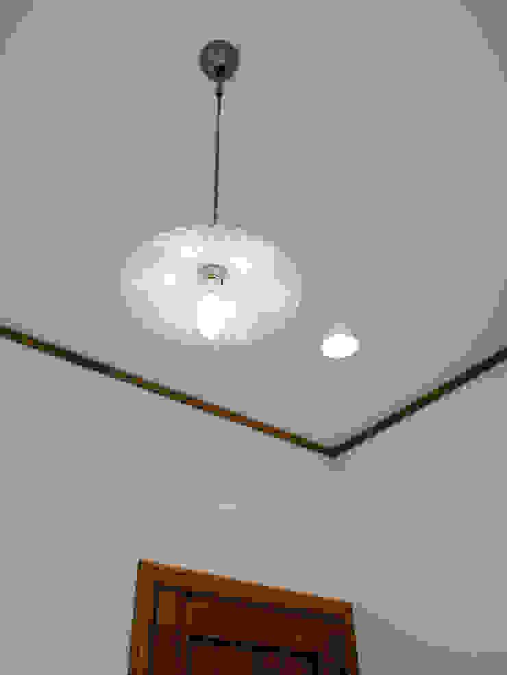 階段照明2.*: 株式会社 盛匠が手掛けたカントリーです。,カントリー
