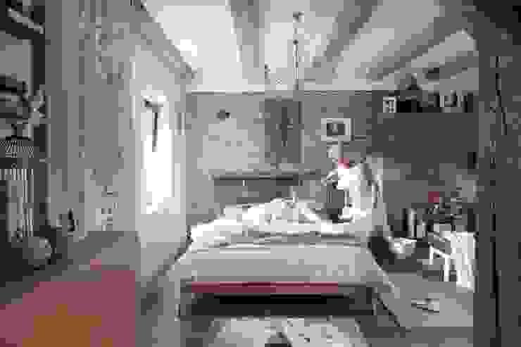 Łóżko dębowe Dream Luxury Śródziemnomorska sypialnia od Swarzędz Home Śródziemnomorski