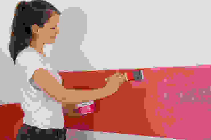 Aqua Wandtafelfarbe mit dem Pinsel auftragen Ausgefallene Kinderzimmer von Jansen Ausgefallen