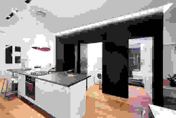 cucina Cucina minimalista di 23bassi studio di architettura Minimalista