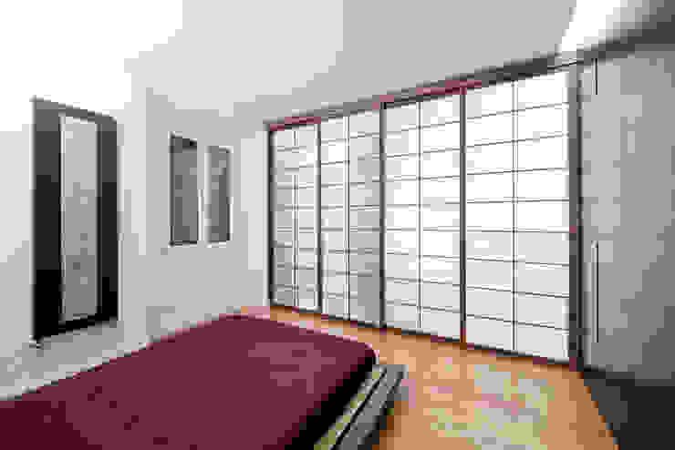 Chambre minimaliste par 23bassi studio di architettura Minimaliste