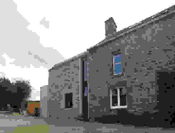 Réaménagement extension d'une longère Normande Maisons rustiques par Frederic Mauret Rustique
