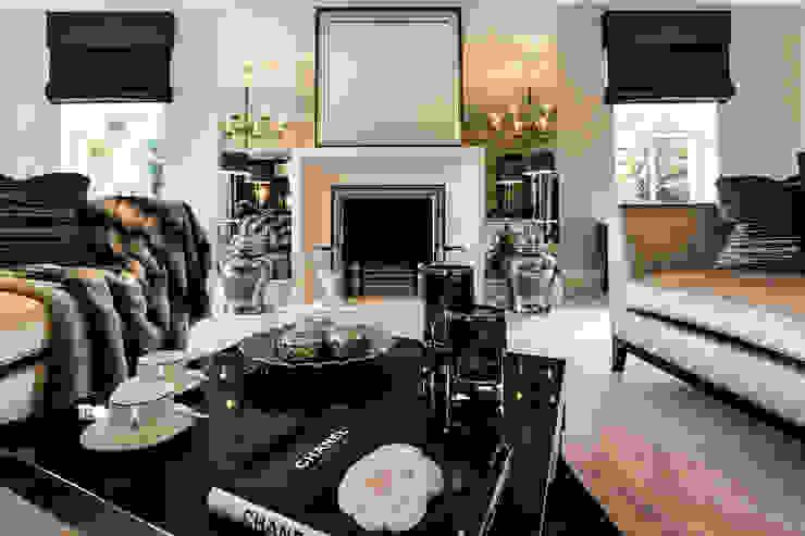 Living Room with Fireplace Salas de estilo clásico de Luke Cartledge Photography Clásico
