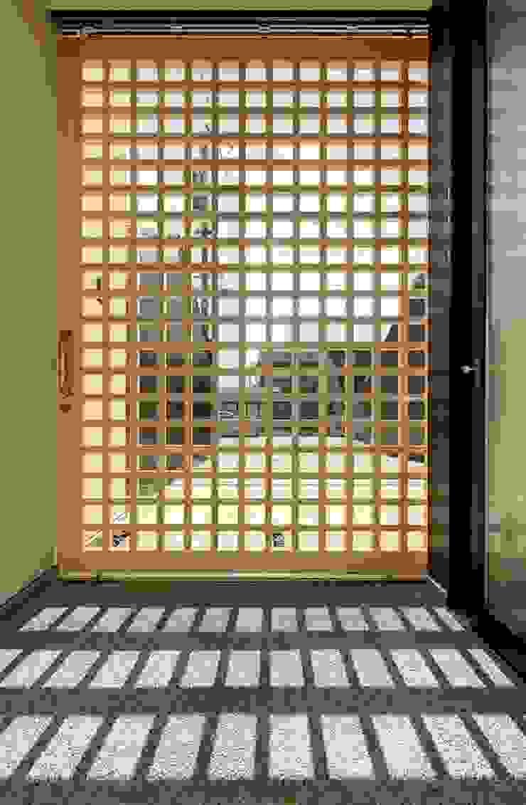 清洲の家 カントリースタイルの 玄関&廊下&階段 の 株式会社FAR EAST [ファーイースト] カントリー