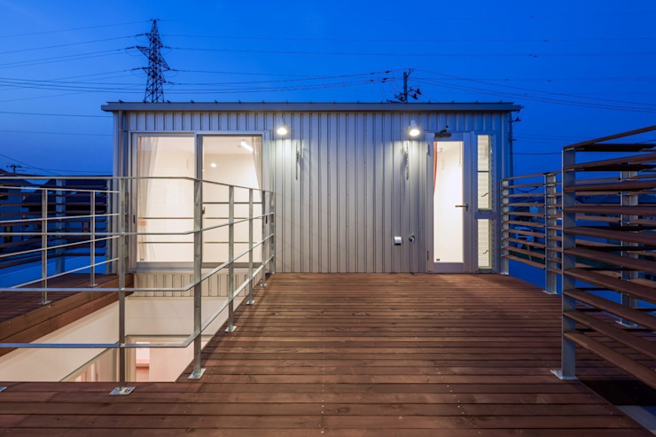 Terrasse de style  par 株式会社FAR EAST [ファーイースト], Moderne