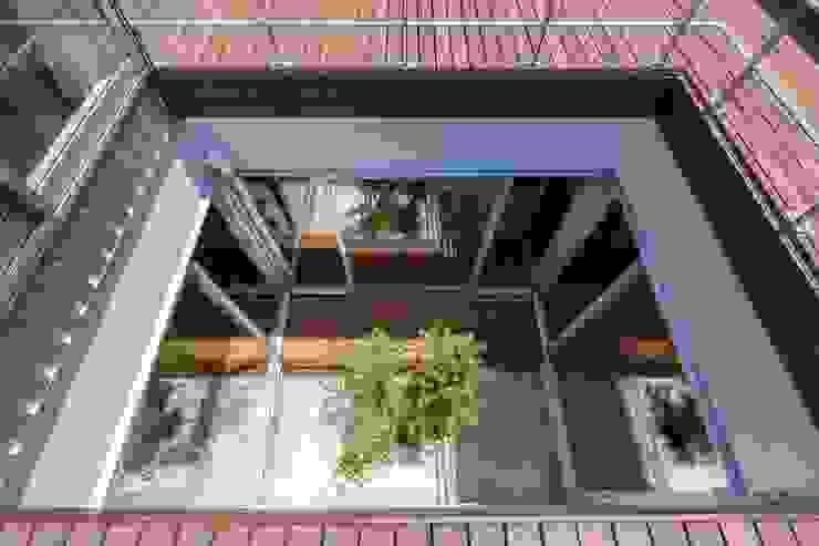 Two Stories: 株式会社FAR EAST [ファーイースト]が手掛けた庭です。,モダン