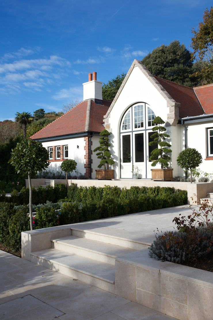 Wychwood Limestone steps and terrace in a tumbled and etched finish. Artisans of Devizes Classic style balcony, veranda & terrace