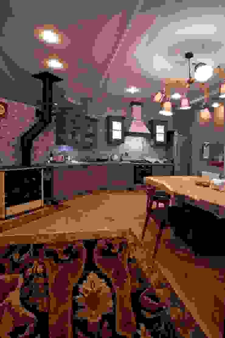 Частная квартира на Цветном Бульваре, г. Москва Кухни в эклектичном стиле от Дизайн-студия интерьера 'ART-B.O.s' Эклектичный