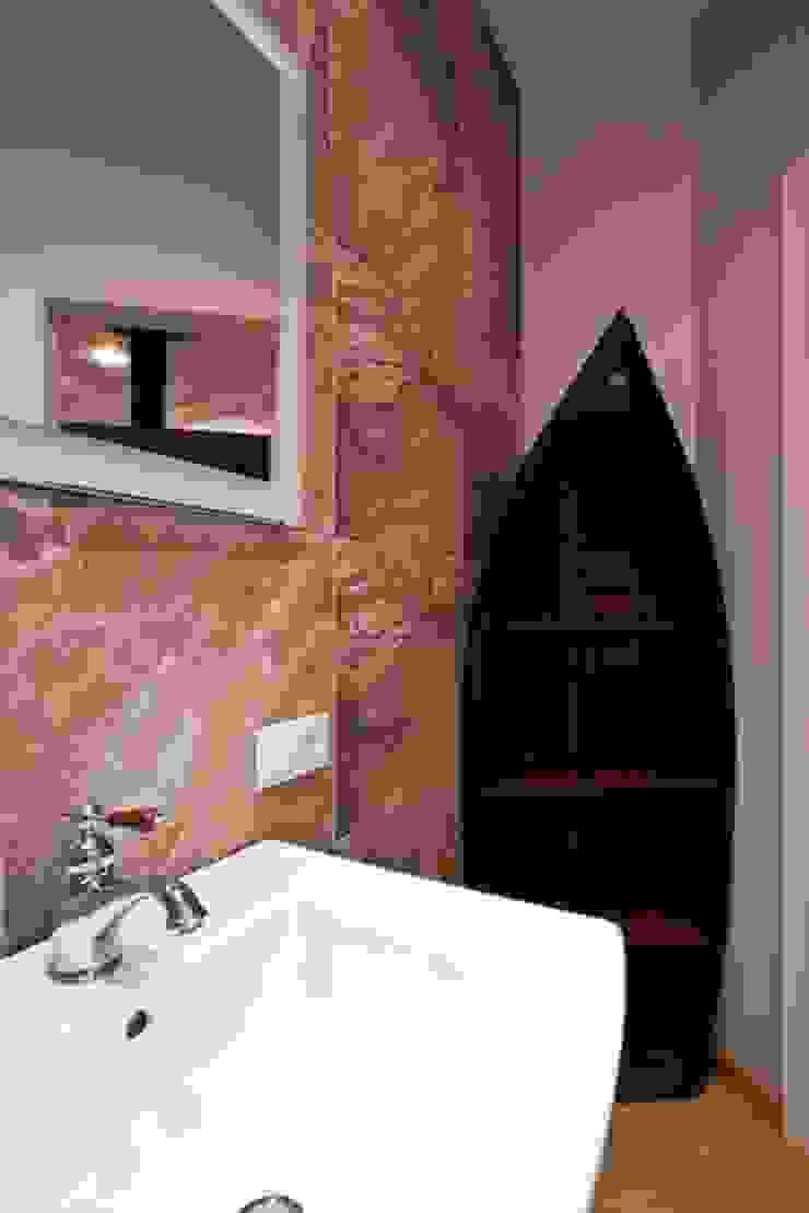 Частная квартира на Цветном Бульваре, г. Москва Ванная комната в эклектичном стиле от Дизайн-студия интерьера 'ART-B.O.s' Эклектичный