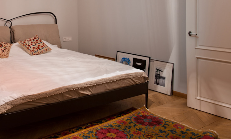 Частная квартира на Цветном Бульваре, г. Москва Спальня в эклектичном стиле от Дизайн-студия интерьера 'ART-B.O.s' Эклектичный