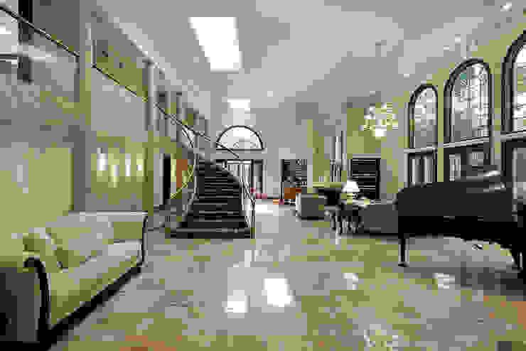 Klassieke gangen, hallen & trappenhuizen van PELLIZZARI MARMI E GRANITI SRL Klassiek