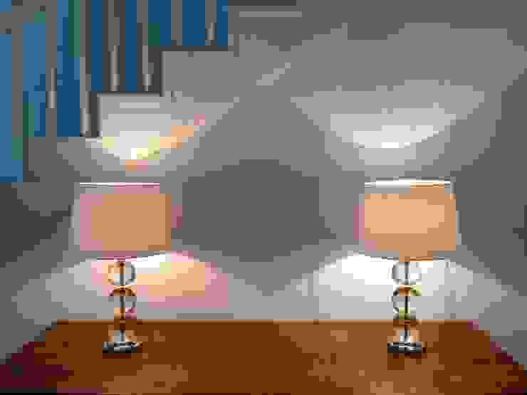 Pasillos, vestíbulos y escaleras de estilo clásico de Home Staging Gabriela Überla Clásico