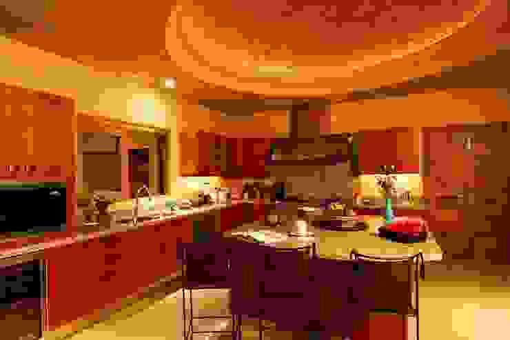 Casa Cariza Cocinas tropicales de BR ARQUITECTOS Tropical
