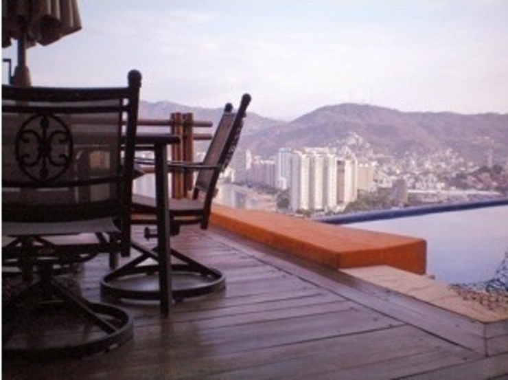 DECK Terraza Balcones y terrazas tropicales de ARQUELIGE Tropical