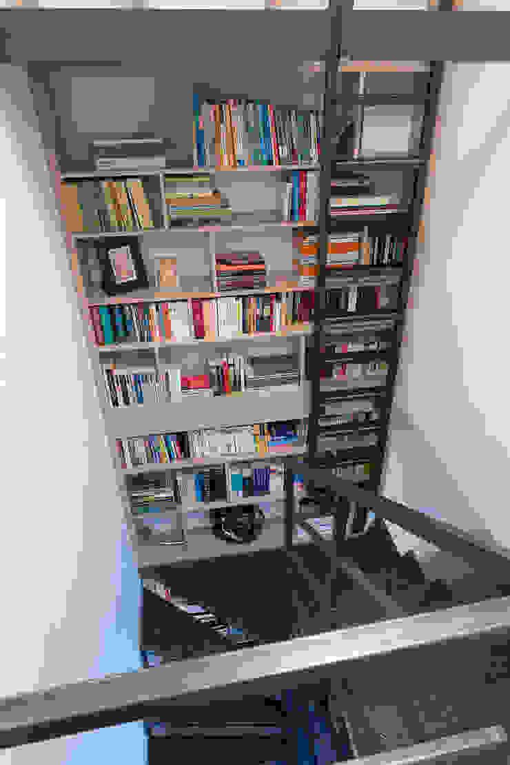 Modern Corridor, Hallway and Staircase by Jacek Tryc-wnętrza Modern
