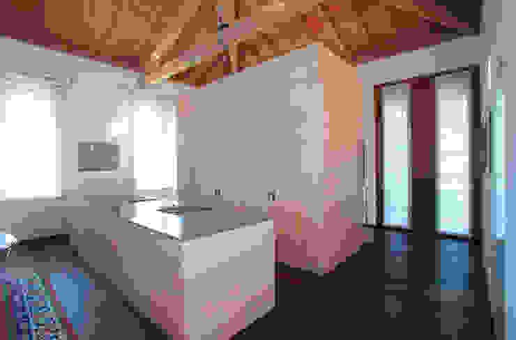 Modern Kitchen by isabella maruti architetto Modern