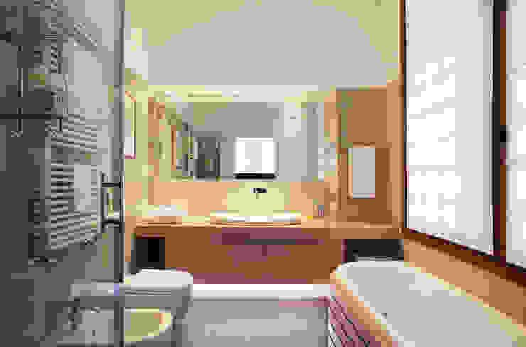 Modern Bathroom by isabella maruti architetto Modern