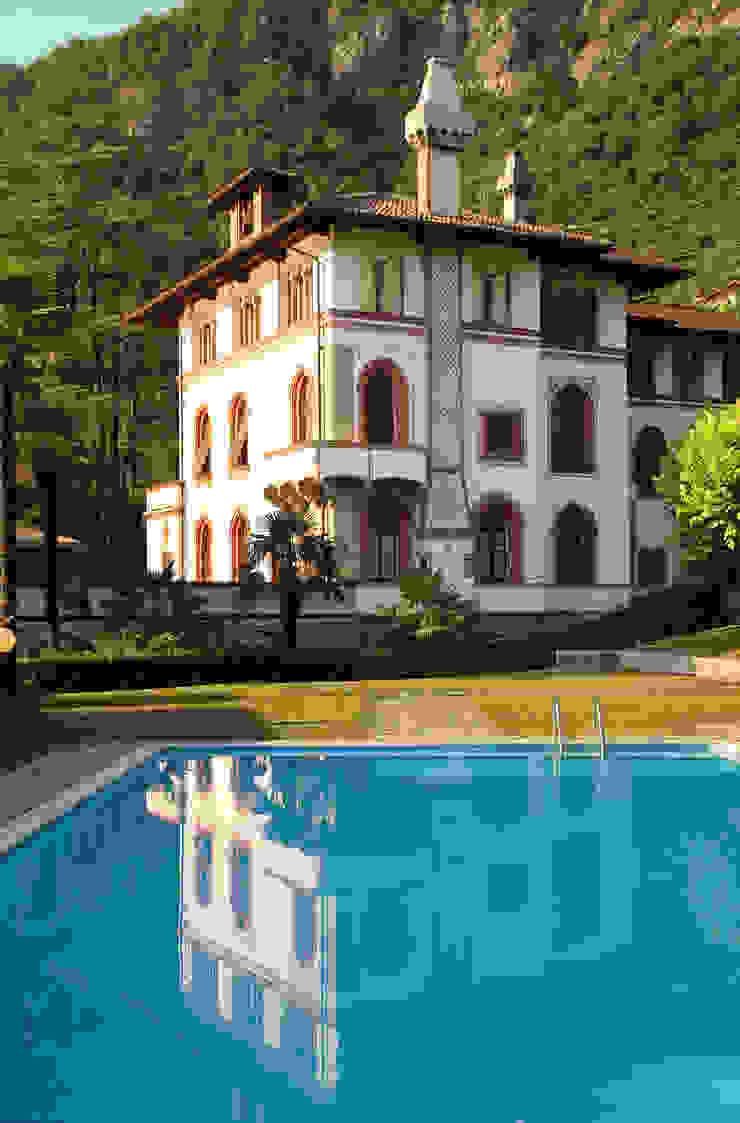 Classic style garden by isabella maruti architetto Classic