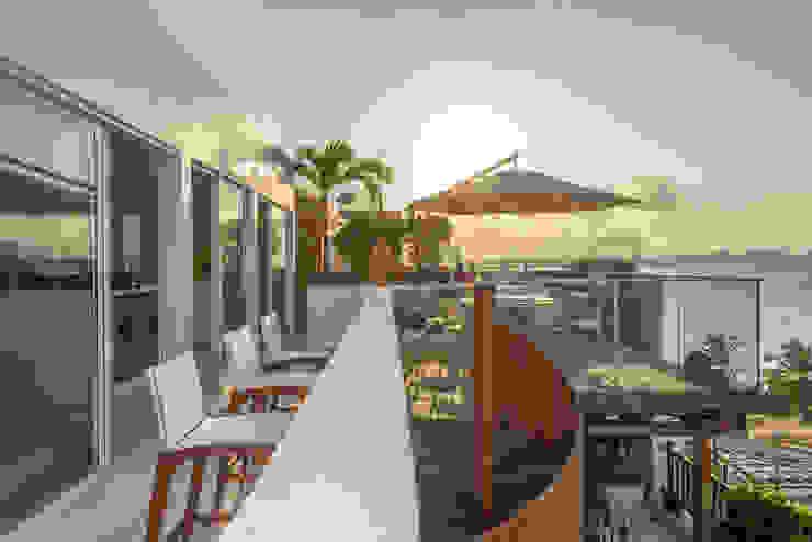 Varandas, marquises e terraços tropicais por homify Tropical