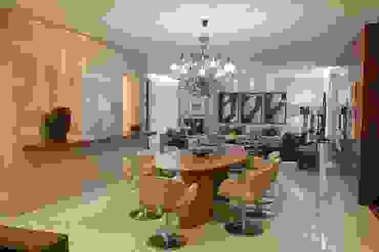 Apartamento CN Gláucia Britto Salas de jantar modernas