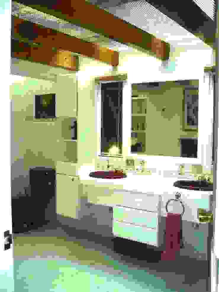 Sala de baño de la Suite principal estado original de ARQUELIGE Rústico