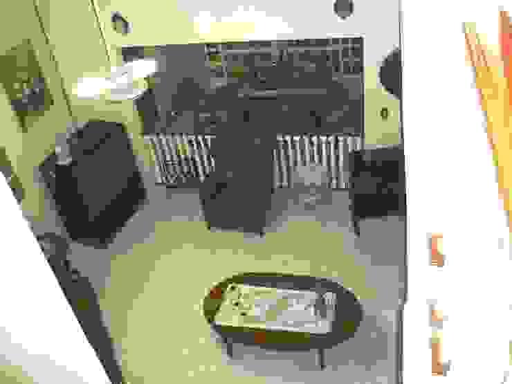 Estancia vista desde el vestíbulo de acceso en su estado original de ARQUELIGE Rústico