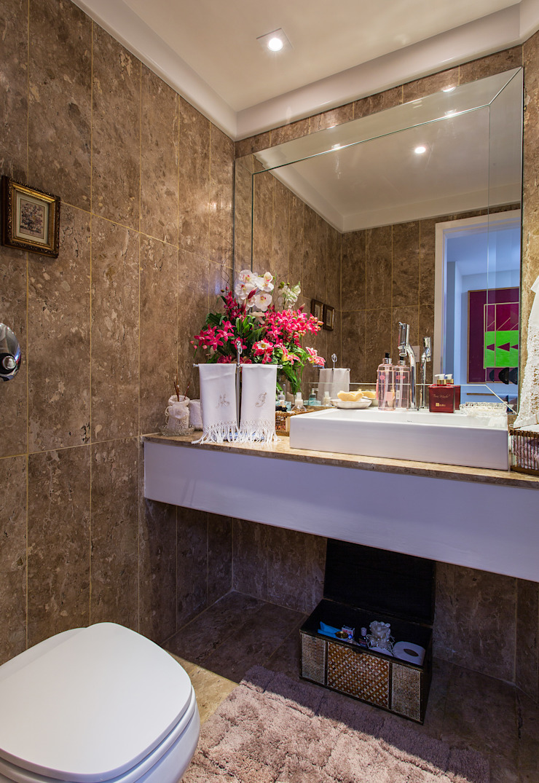 Classic style bathroom by Bruno Sgrillo Arquitetura Classic