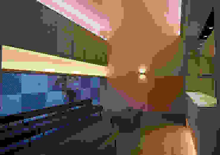 待合室1 モダンデザインの 多目的室 の 古津真一 翔設計工房一級建築士事務所 モダン