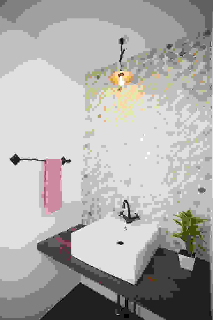 モザイクタイルの配列が美しい洗面室 モダンスタイルの お風呂 の スターディ・スタイル一級建築士事務所 モダン