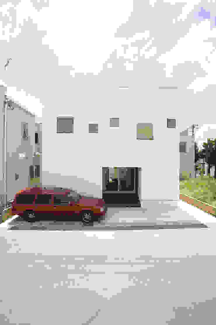 シンプルな白い箱のような外観 モダンな 家 の スターディ・スタイル一級建築士事務所 モダン