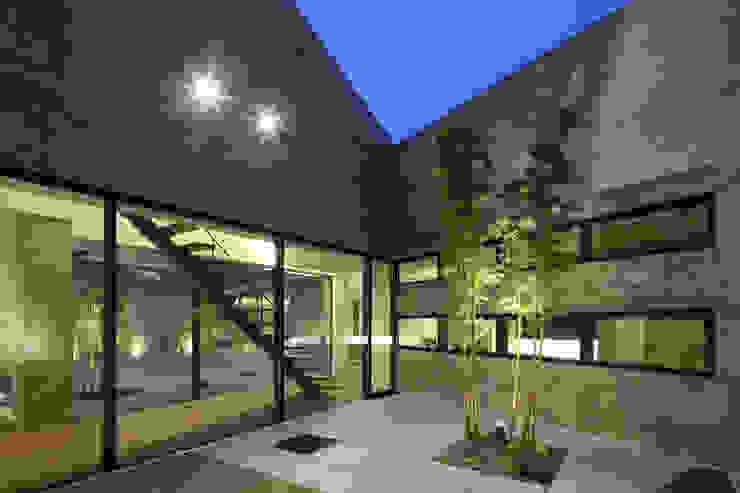 Villa SiS モダンな庭 の 株式会社 庄司圭介アトリエ一級建築士事務所 モダン
