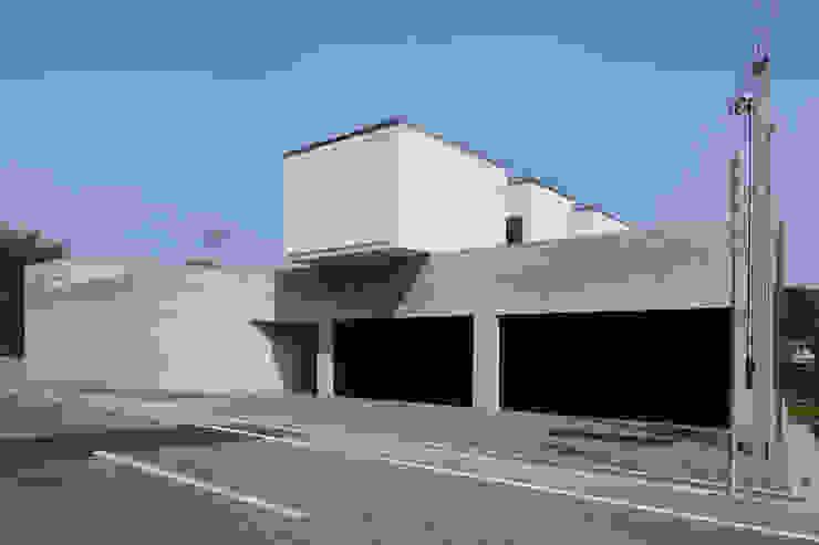 Villa SiS モダンな 家 の 株式会社 庄司圭介アトリエ一級建築士事務所 モダン