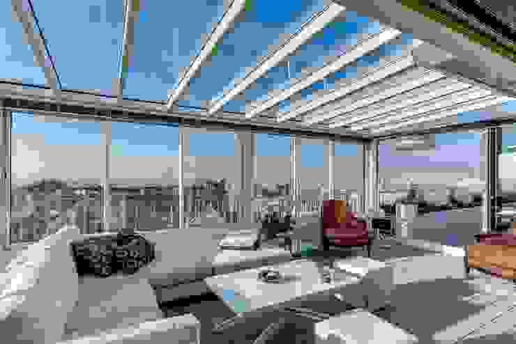 Balkon, Beranda & Teras Modern Oleh Meero Modern