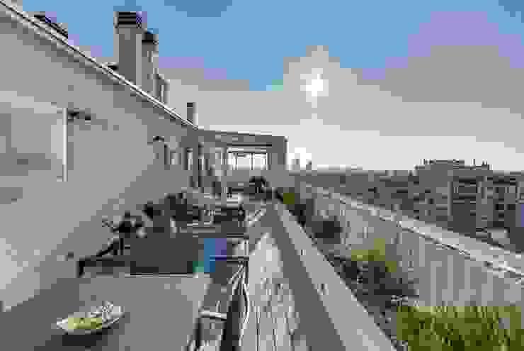 Loft à Paris Meero Balcon, Veranda & Terrasse modernes