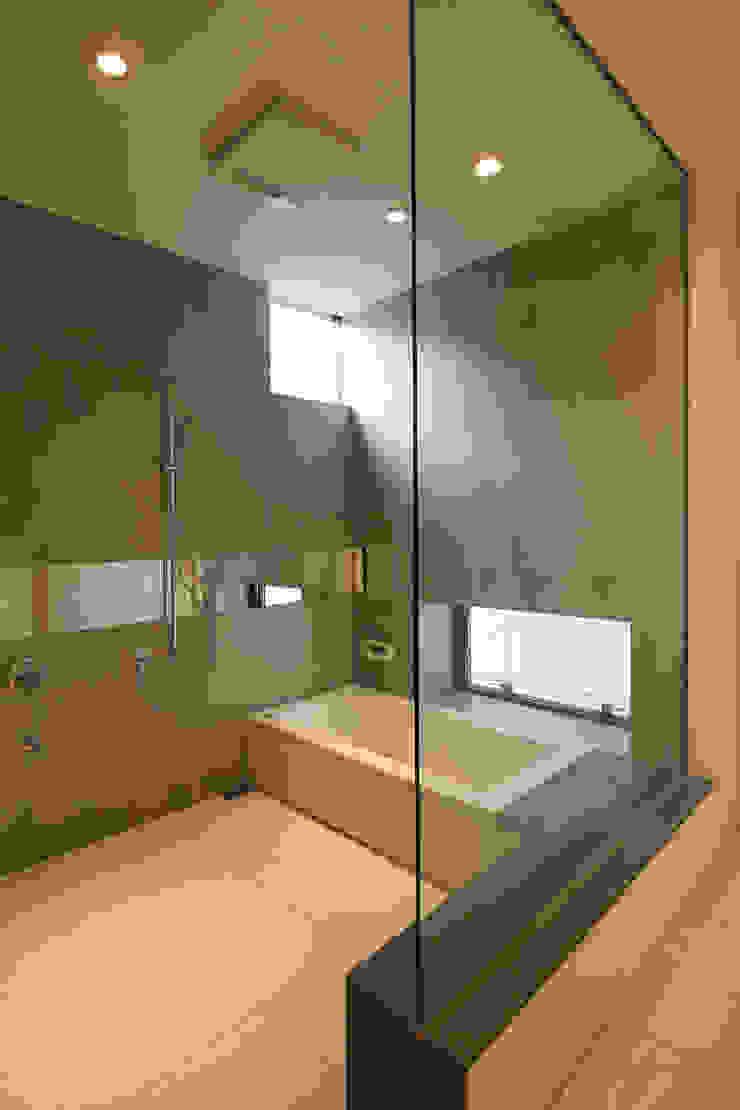 Villa SiS モダンスタイルの お風呂 の 株式会社 庄司圭介アトリエ一級建築士事務所 モダン