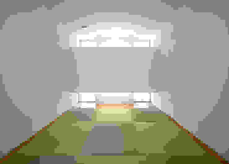 水盤の家 モダンデザインの 多目的室 の 株式会社 庄司圭介アトリエ一級建築士事務所 モダン