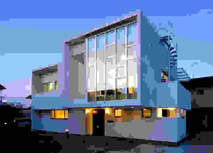 水盤の家 モダンな 家 の 株式会社 庄司圭介アトリエ一級建築士事務所 モダン