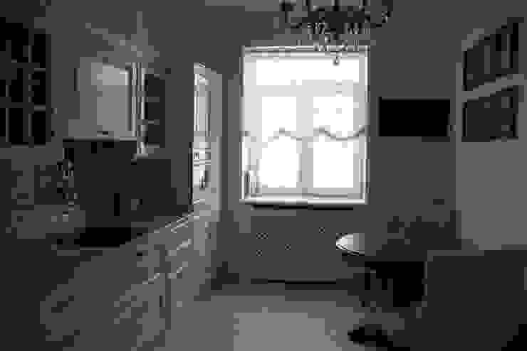 Дом на набережной Кухня в классическом стиле от Ширванова Оксана PerfectHome Классический