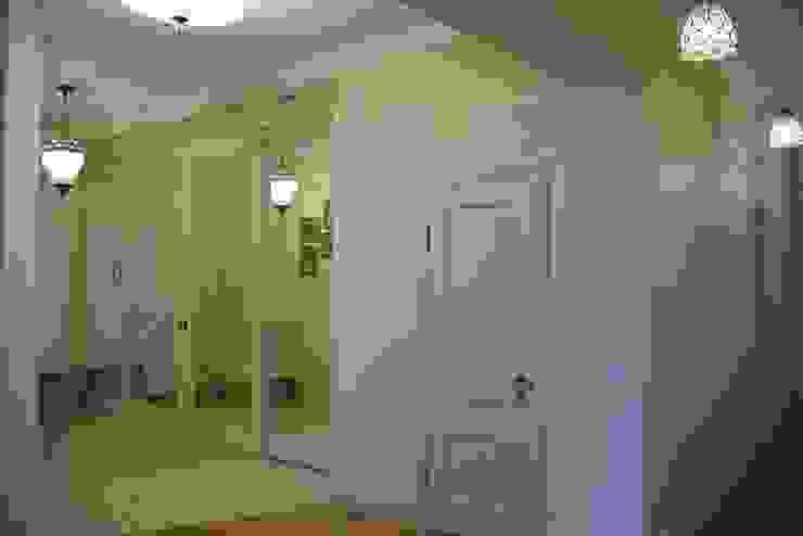 Дом на набережной Коридор, прихожая и лестница в классическом стиле от Ширванова Оксана PerfectHome Классический