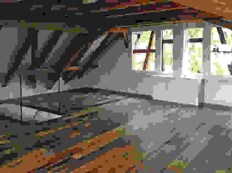 Umbau eines stattlichen Handwerkerhauses Jahrgang 1784 Flur, Diele & Treppenhaus im Landhausstil von Architekturbüro Gerhard Catrina AG Landhaus
