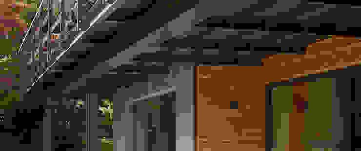Elegante Sachlichkeit – energetische Sanierung eines Einfamilienhauses mit Balkon Moderner Balkon, Veranda & Terrasse von insa4 ingenieure sachverständige architekten Modern