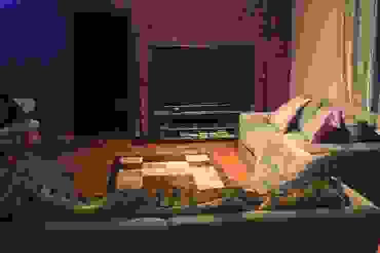 Дом в Опушкино Гостиные в эклектичном стиле от ООО «Х.А.Т.А.» Эклектичный
