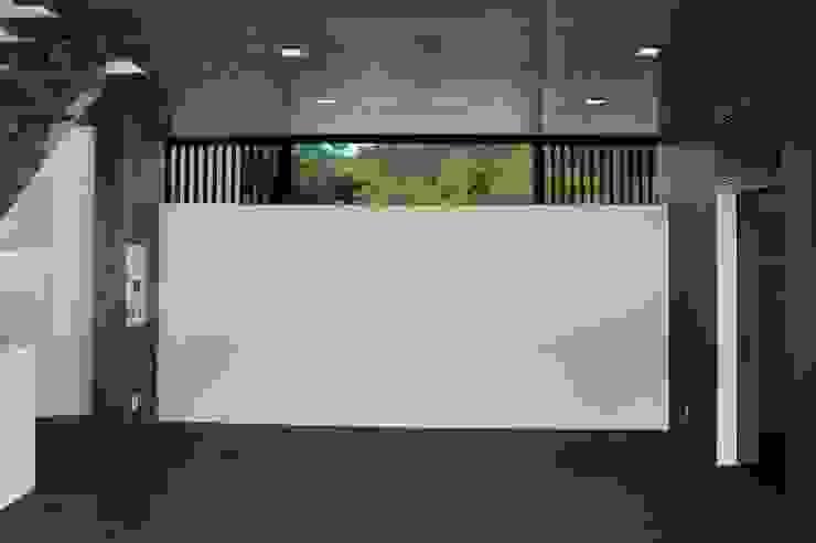 居間 北側高窓 モダンデザインの リビング の 古津真一 翔設計工房一級建築士事務所 モダン