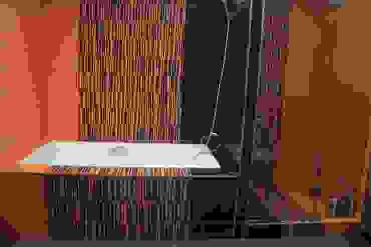 Дом в Опушкино Ванная комната в эклектичном стиле от ООО «Х.А.Т.А.» Эклектичный